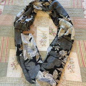 Justin & Taylor Infinity Scarf NWT